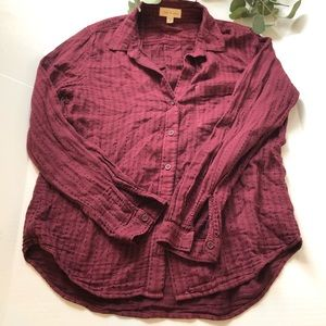Cloth & stone burgundy button down rounded hem M